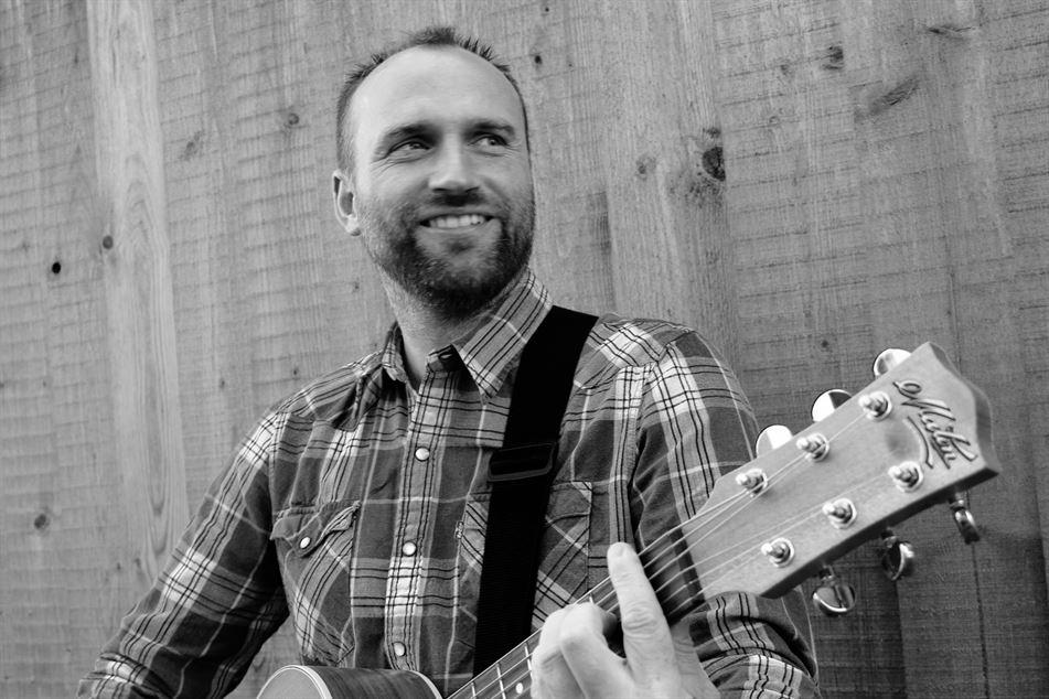 Chris Fletcher Guitarist ~ Singer